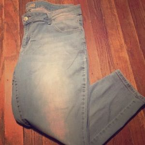 Old Navy Rock Star Capris Plus Size Light Wash